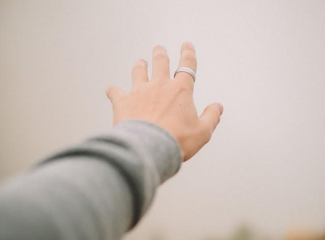 ხელის გაშვერის მანძილზე
