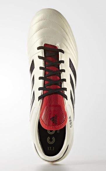 promo code d24cc bd4e5 Genauso wie beim Predator-Mania-Original haben die Adidas Copa 17.1  Champagne Schuhe eine rote Zunge und rote Details auf den Stollen.