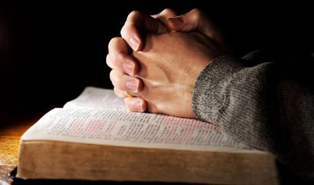 Pessoas com o hábito de ler a Bíblia são mais esperançosas e perdoadoras, revela pesquisa