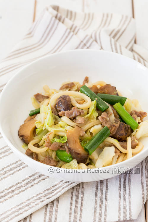 Pan-fried Udon with Pork and Cabbage