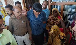 शिक्षकों ने दिवंगत सुभाष की पत्नी को दी आर्थिक सहायता    #NayaSaberaNetwork