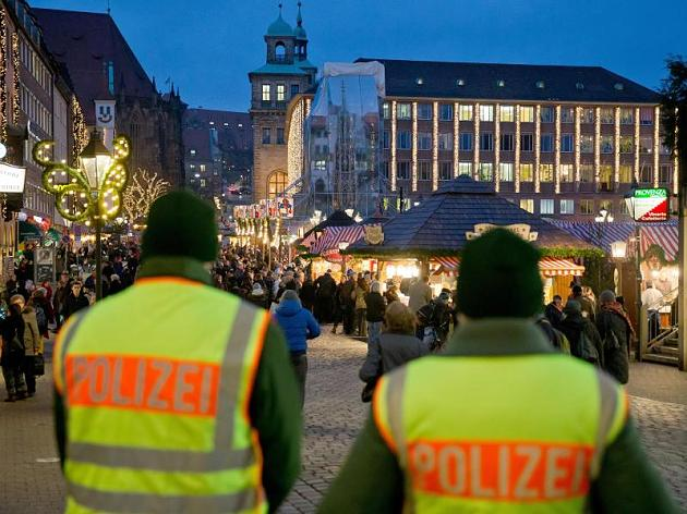 12-metis teroristas ketino susprogdinti kalėdinę mugę Vokietijoje