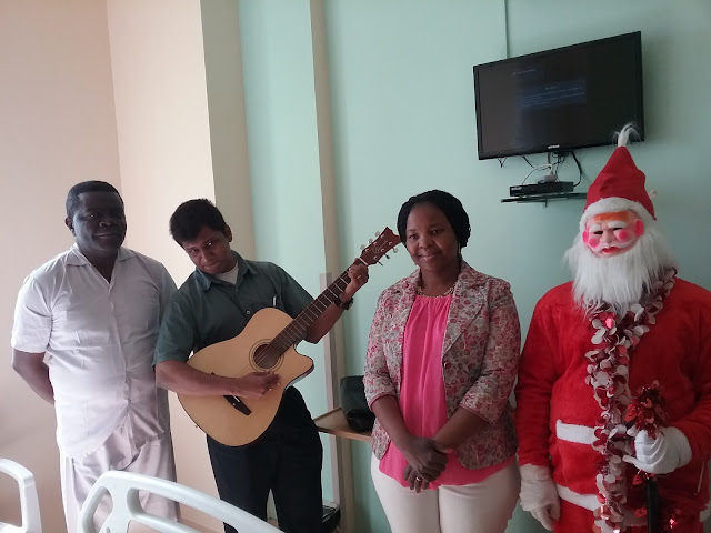 Santa makes Christmas memorable for patients & visitors at Fortis