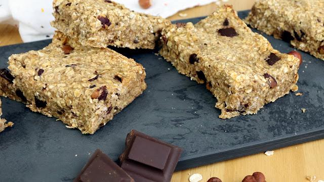 Sem açúcar e fácil, barrinha de cereal mais saudável e vegana (perfeita no seu café da manhã)
