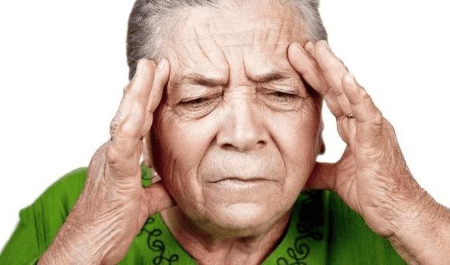 ما أسباب فقدان الذاكرة وكيف يتم تشخيصها وعلاجها