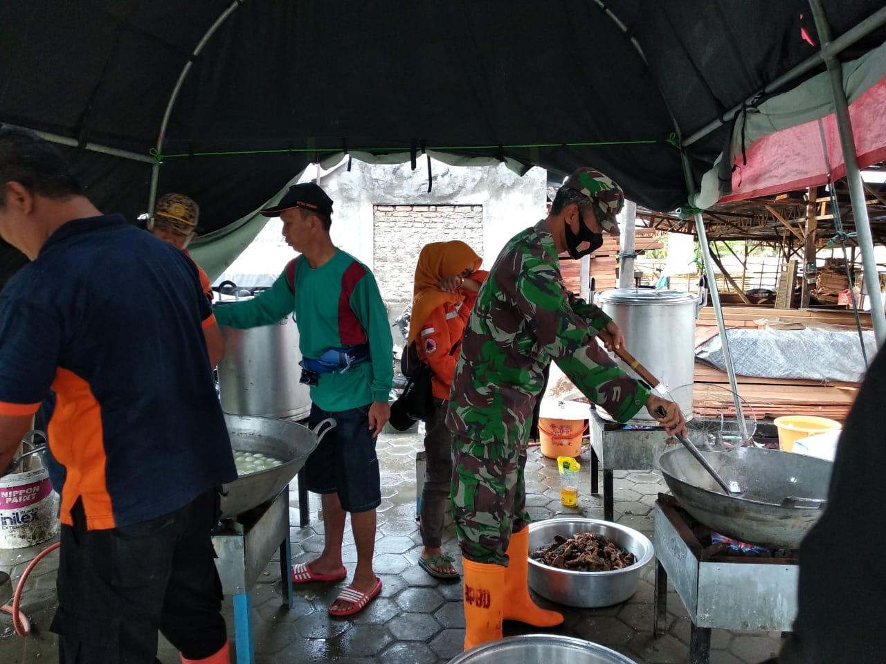 Bantu Korban Banjir, Kodim 0716 Demak Siagakan Dapur Umum 24 Jam
