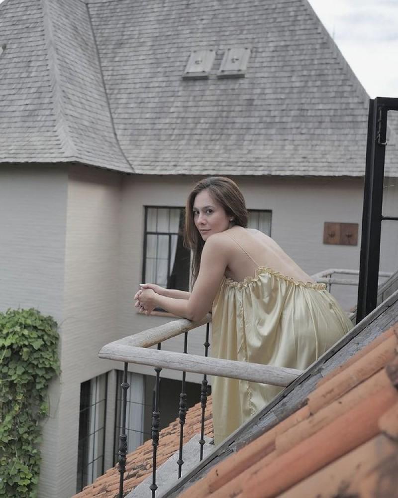Wulan Guritno Di Balkon