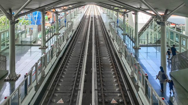 rel kereta LRT jakarta