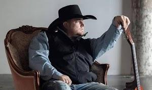 Justin Carter, cantor de country, morre aos 35 anos ao atirar em si mesmo por engano gravando clipe com arma