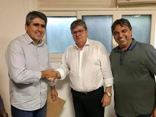 João recebe comitiva de prefeitos da base aliada do deputado Genival Matias. Veja imagens