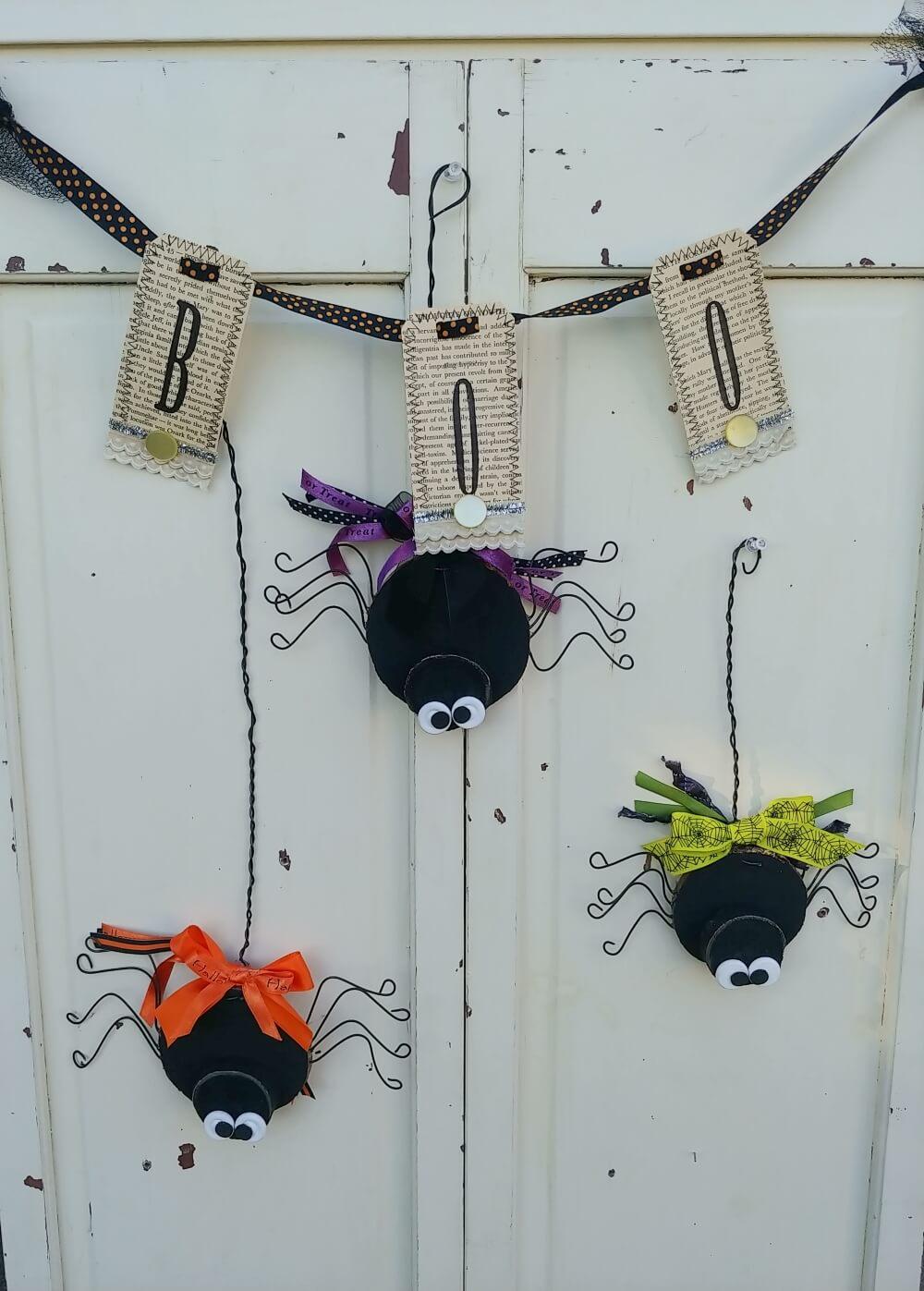 Cute DIY Halloween Spiders