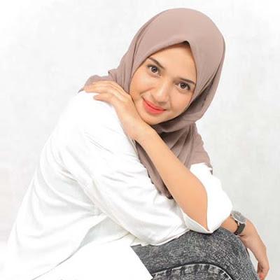Regina Alya Pakai Hijab