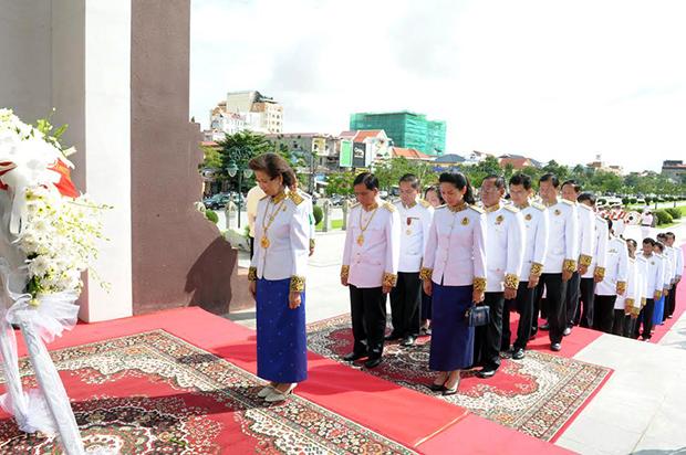 En l'honneur du Roi-Père par Sin Sareth - AKP