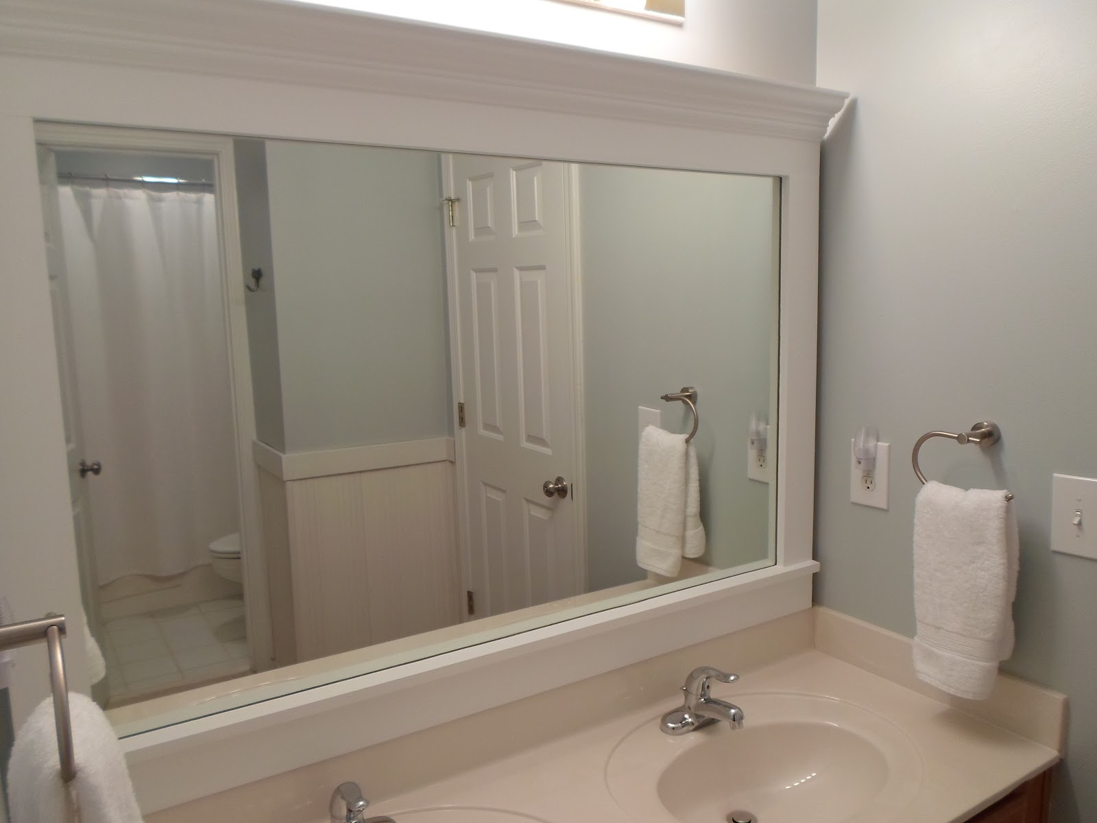 Framing A Large Bathroom Mirror Cheriesparetime Frame A Mirror With Clips