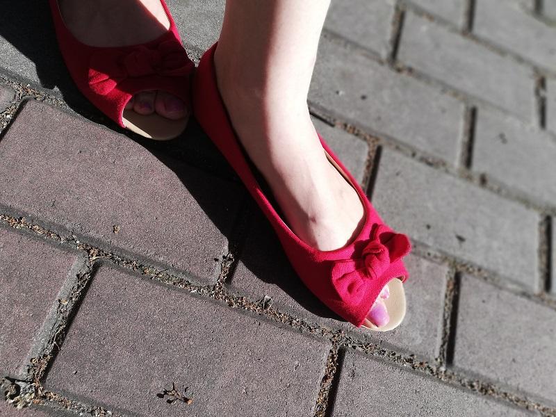 Sinsay czerwone balerinki z odkrytym palcem