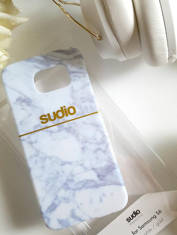 Gratis Handyhülle bei Bestellung von Caps oder Sudio Sweden - Regent White On-Ear Bluetooth Headphones
