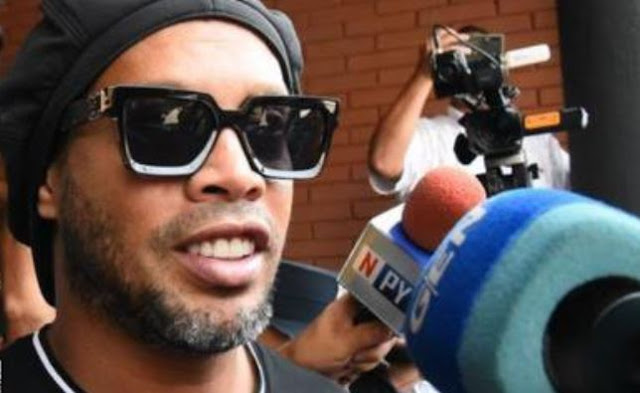 Ronaldinho avoids charge for fake passport