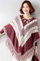 Bluza tricotata tip poncho, cu model si ciucurei