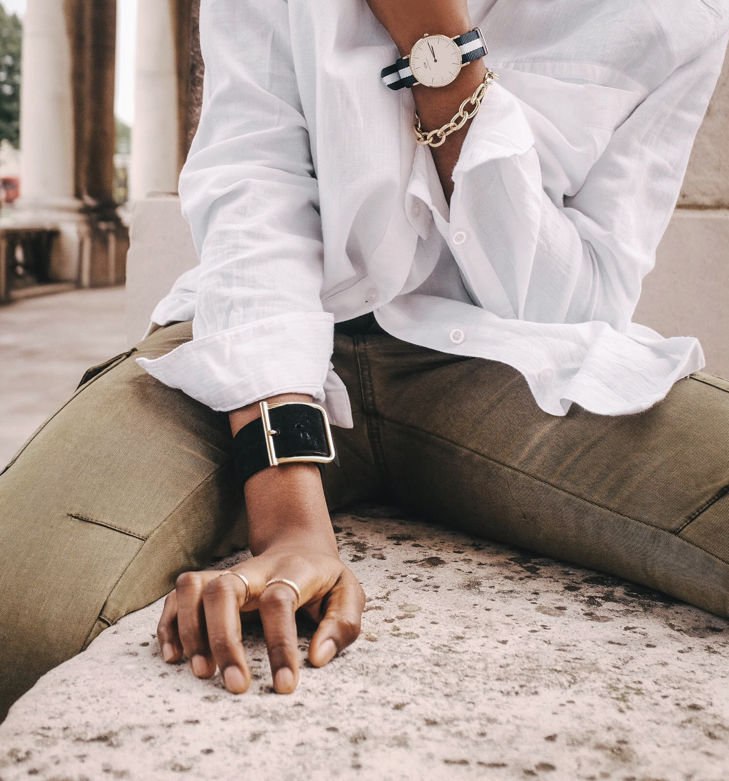 UK fashion Blogger 2015 wearing white urban outfitters shirt khaki cargo trousers and asos chelsea bootsUK fashion Blogger 2015 wearing white urban outfitters shirt khaki cargo trousers and stripe rose gold daniel wellington watch