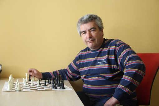 Laurent Corbet est passionné de jeu d'échecs depuis une trentaine d'années.