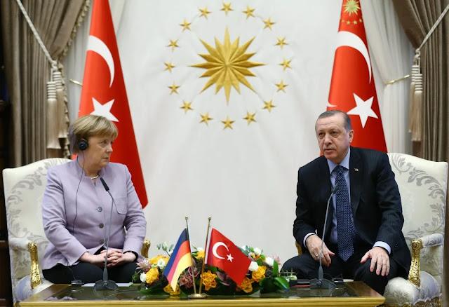 Η Μέρκελ λυπάται, αλλά... στηρίζει τον Ερντογάν
