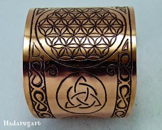 Bratara de cupru gravata manual cu simbolul floarea vietii. La cere pot sa gravezpe bratara de cupru si alte simboluri mistice.