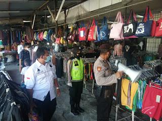 Operasi Yustisi, Polres Pelabuhan Rutin Beri Edukasi Prokes Kepada Warga di Pasar