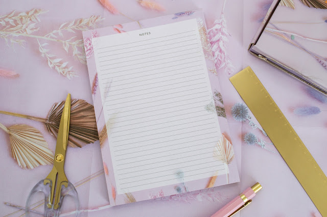Thick notepad with lines