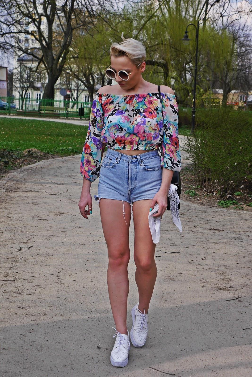 szorty_z-wysokim_stanem_koszulka_bez_ramion_platformy_biale_karyn_blog_110417c