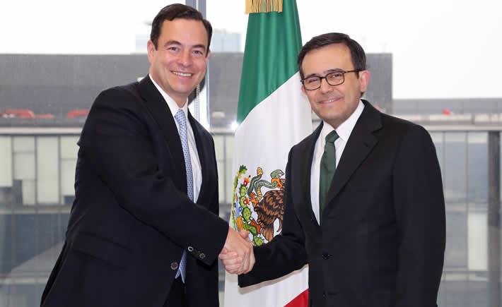 Por instrucción del Presidente de la República, Enrique Peña Nieto, el Secretario de Economía, Ildefonso Guajardo Villarreal, dio posesión a Paulo Carreño King como director general de ProMéxico. (Foto: SE)