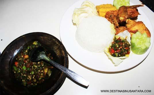 Ulasan Kuliner Bandung tentang menu, harga, restoran Ayam Goreng dan Bakar Si Jeletot sebagai pilihan makanan sunda.