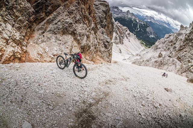 Biken in den Dolomiten / Überschreitung des Monte Cristallo Massivs / Cresta  Bianca, 2932 m