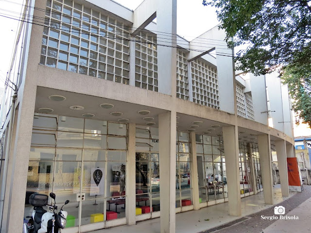 Vista lateral do Teatro Popular João Caetano na Vila Clementino - São Paulo