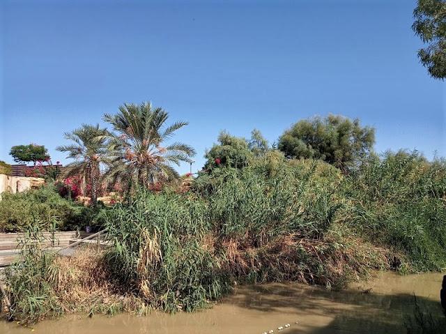 il fiume giodano che separa Giordania e Palestina