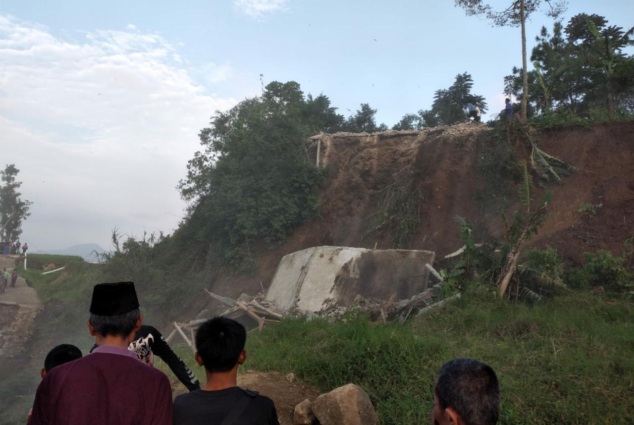 Pergerakan Tanah Masih Terjadi Di Cianjur, Warga Desa Batulawang Minta Direlokasi
