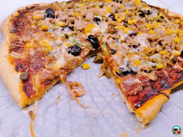 Pizza de atún y maíz