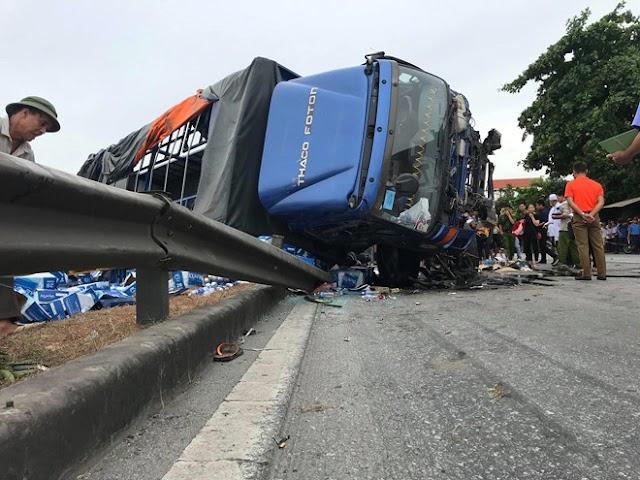 5 người bị xe tải đè chết khi đứng xem tai nạn giao thông