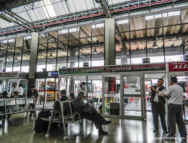 Estação Rodoviária de Bogotá - sala de embarque