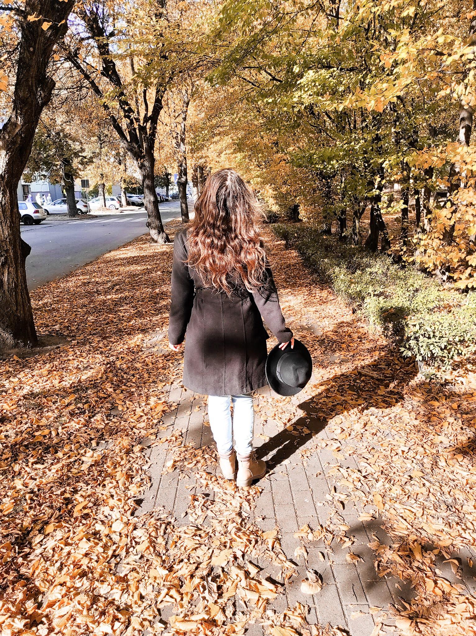 Bodyshaming - co to? Jesienny spacer. Spacer jesienią. Jesienny autoportret.