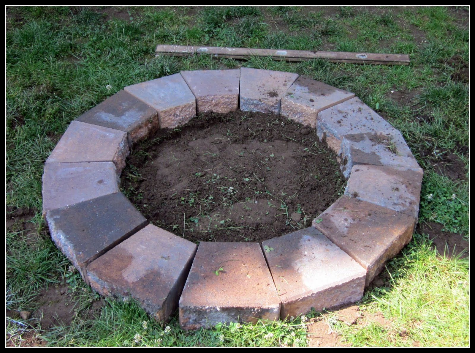 Building a fire pit homeroad for Brick fire pit construction