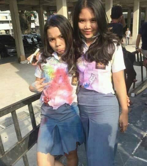 Seventh News: (Foto) Pose-pose Miris Siswa-siswi SMA Saat