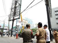 Mantab...Wali Kota & Wakil Wali Kota Ikut Tertibkan Papan Reklame Bermasalah