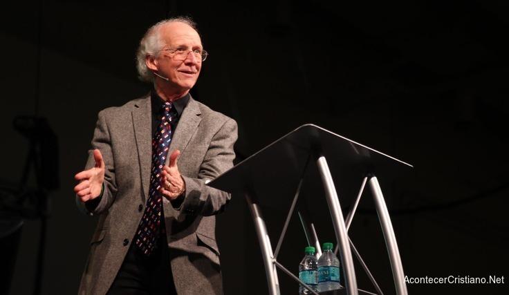 John Piper predicando