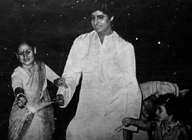 अमिताभ बच्चन पत्नी संग दीवाली में पटाखे जलाते शेयर की तस्वीर, दी शुभकामनाएं