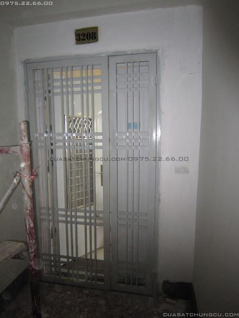cửa sắt chung cư 2 cánh ở chung cư CT4 xa la