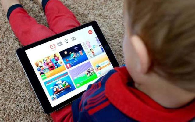 Crianças passam 25 horas por mês no Youtube, revela levantamento
