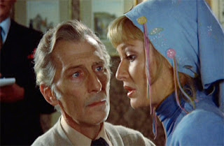 Lorrimer (Peter Cushing) and Jessica (Stephanie Beacham) have a heart-to-heart talk in Dracula A.D. 1972