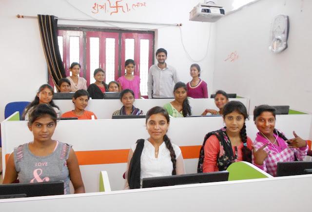 The Jayhooo Infotech girls class lab 2017