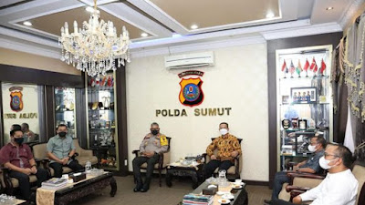Pilkada Sumut berjalan lancar dan aman, Kapolda Sumut terima piagam penghargaan dari KPU Provinsi Sumut