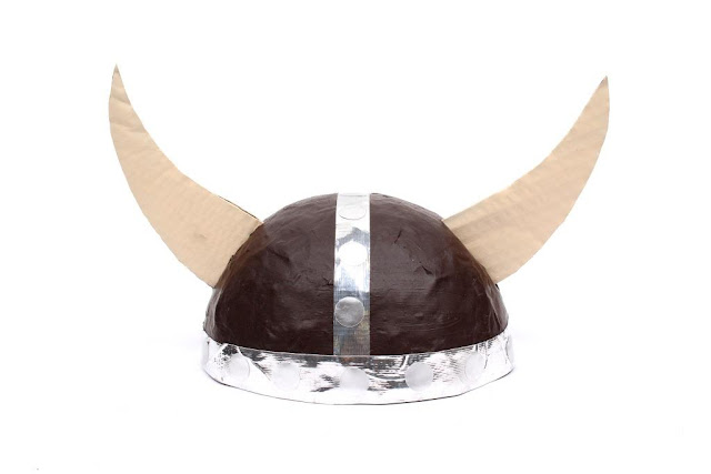 Como hacer un casco de vikingo para escolares